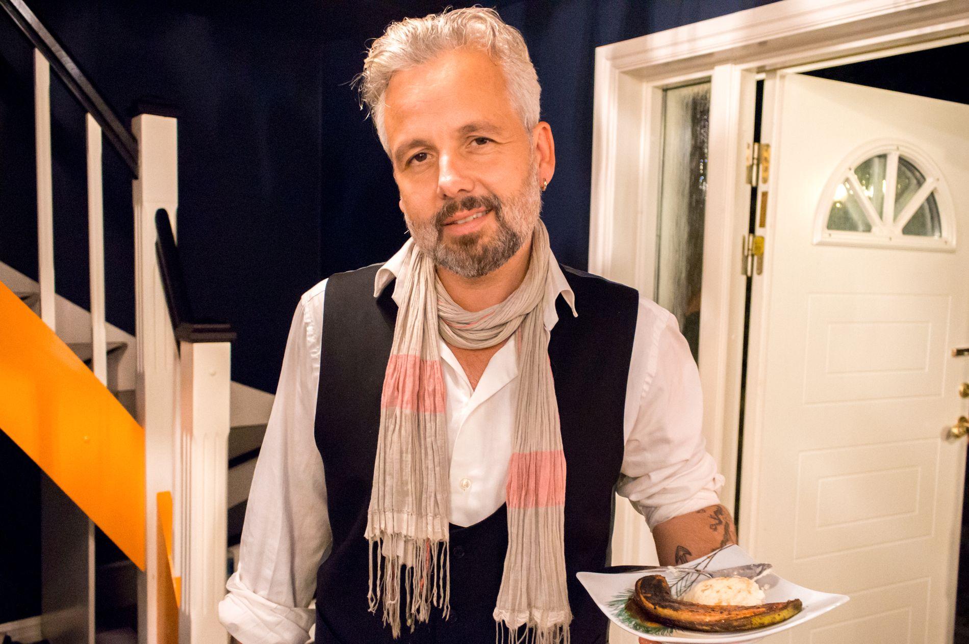 KNA OG KNULLE: Ari Behn er lyrisk i «4-stjerners middag». Foto: TV NORGE