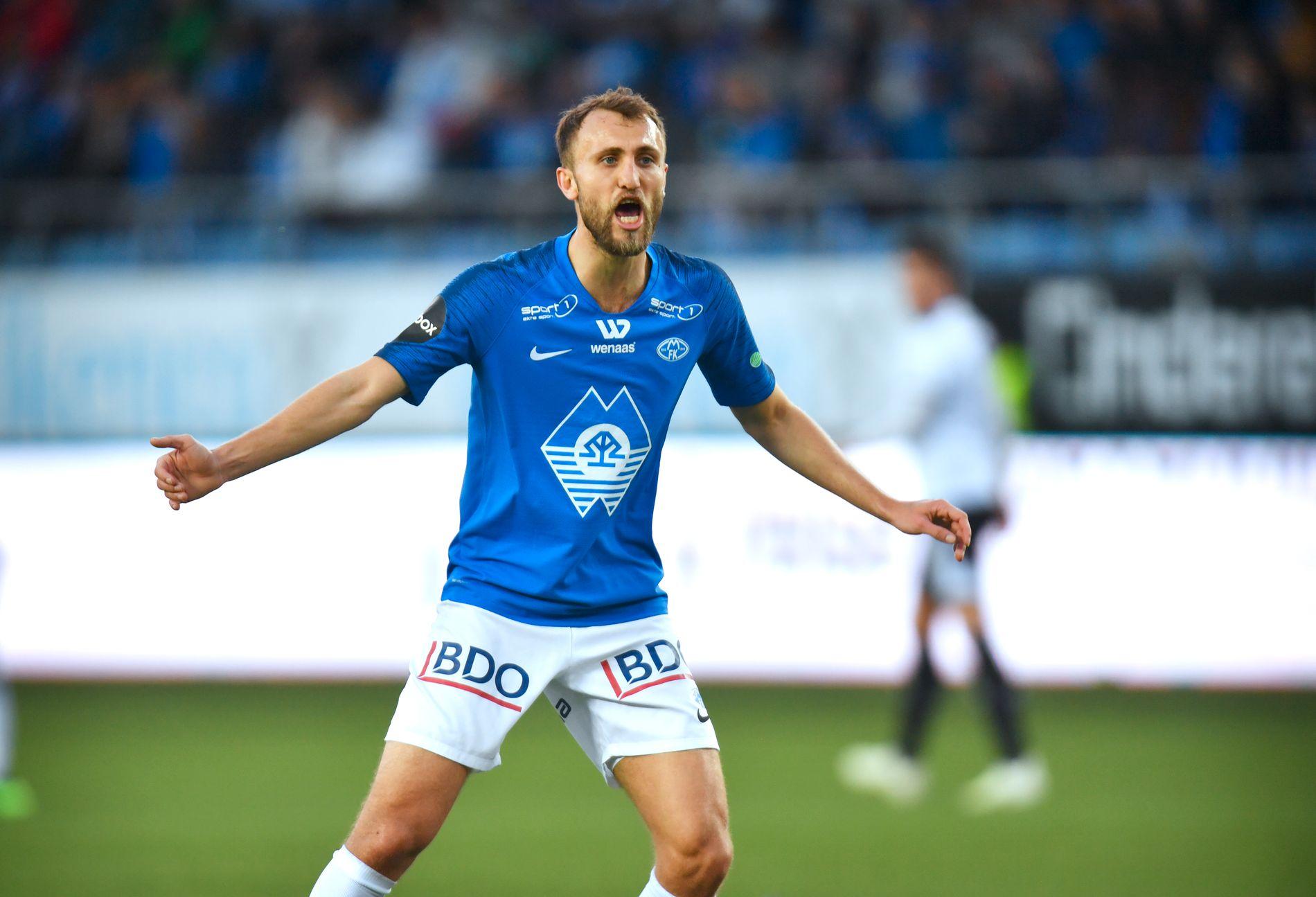 LEDER: Magnus Wolff Eikrem har vært best på VG Børsen etter halvspilt sesong . Her fra eliteseriekampen mot Rosenborg på Aker Stadion.