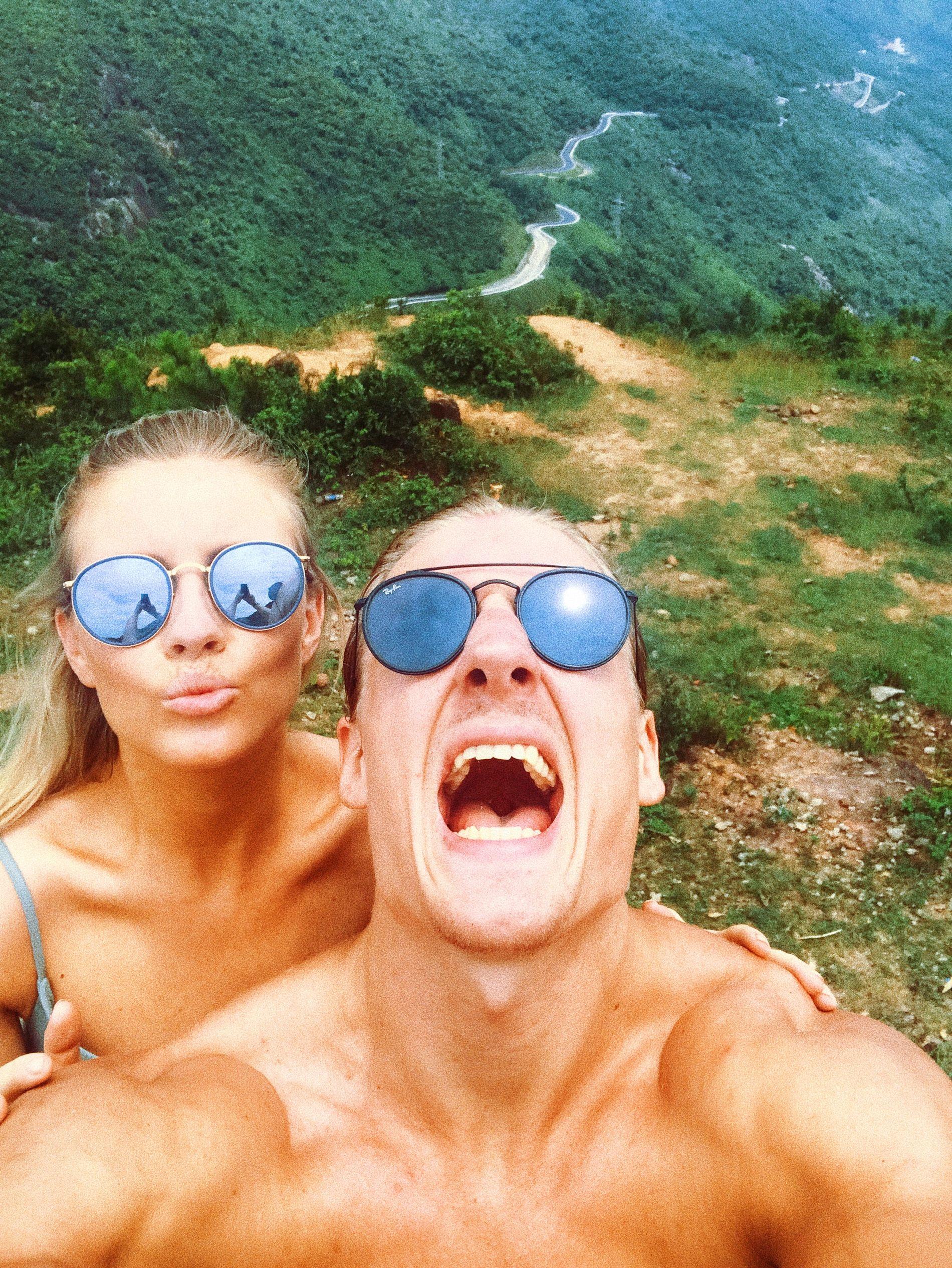 HOCKEY-HULKEN PÅ TUR: Petter Røste Fossen (26), og kjæresten Anniken Engelsen Fromreide (27) i fjellene ved Hai Van Pass i Vietnam, dit Norges sterkeste ishockeyspiller dro for å finne tilbake motivasjonen etter sitt skademareritt.