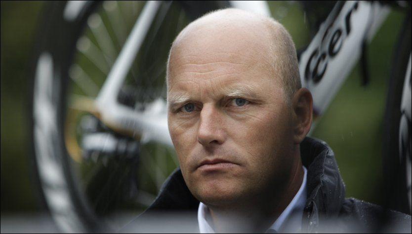 ALVORLIG: Bjarne Riise så ut til å ha litt å tenke på da han her ble fotografert som CSC-manager i 2008. Foto: BAS CZERWINSKI, AP
