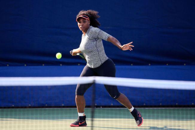 SISTE TRENING: Serena Williams brukte søndagen til å gjøre sine siste forberedelser til US Open-starten. Natt til tirsdag, norsk tid, spiller hun første runde i turneringen.