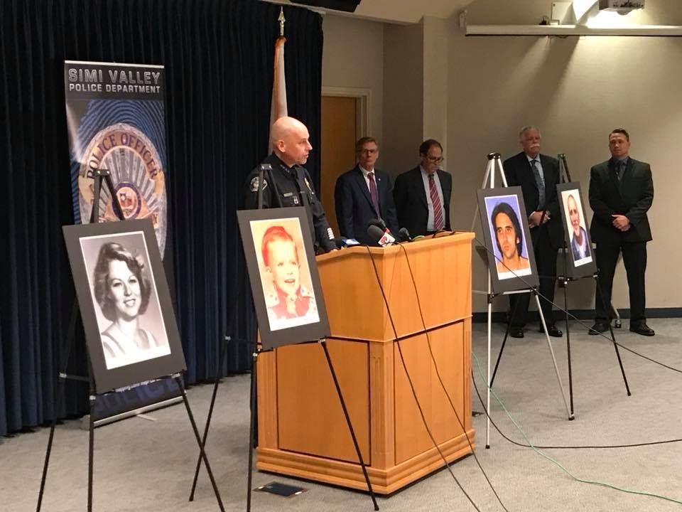 «TRAGISK»: At Craig Coley ble sittende uskyldig fengslet i 39 år blir av politiet beskrevet som «tragisk». Her holder politisjef i Simi Valley, David Livingstone, pressekonferanse angående frifinnelsen. De to nærmeste bildene viser ofrene, Rhonda Wicth og hennes fire år gamle sønn, Donald.