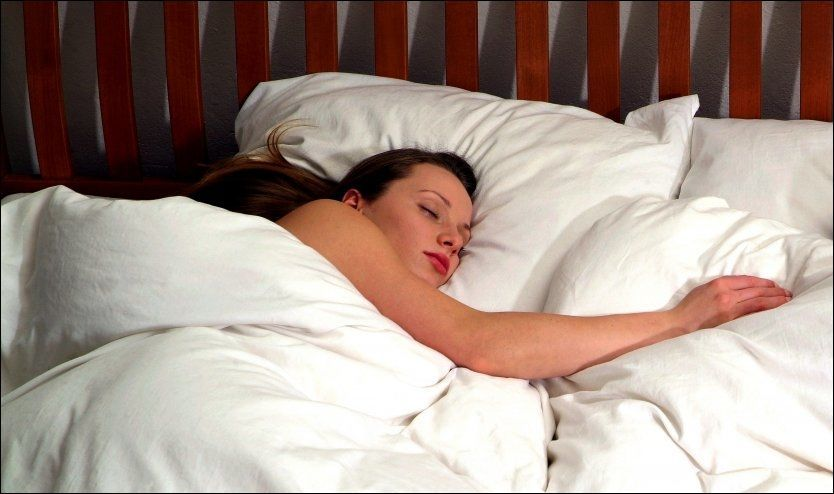 KOS MED PUTA: Å få nok søvn til at man føler seg uthvilt kan ofte være en utfordring. Her er likevel rådene som gjør at du kan få det til. Foto: Tomas Adel, Stella Pictures