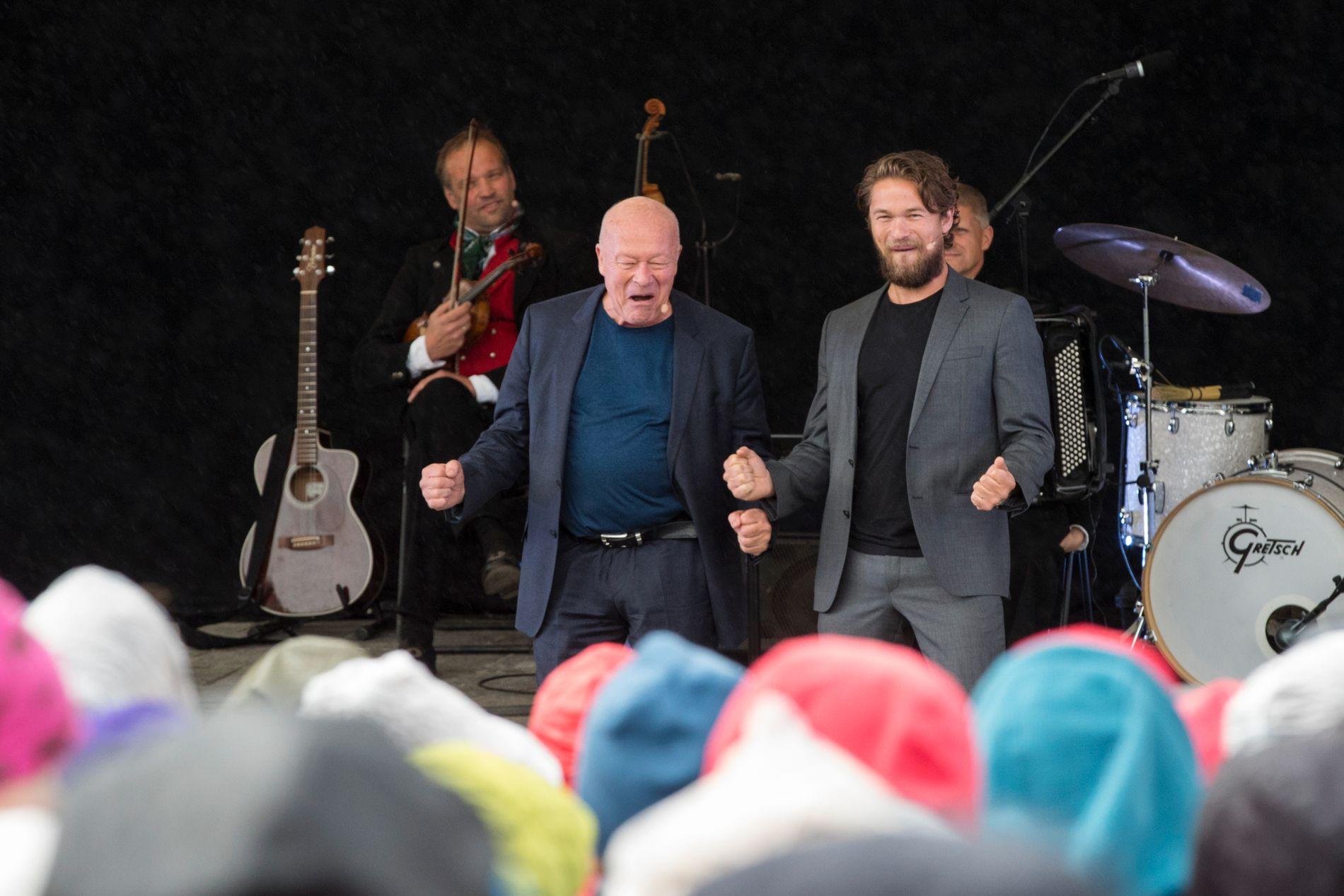 FAR OG SØNN: I fjor spilte både Nils Ole Oftebro og Jakob Oftebro Peer Gynt ved Gålåvatnet.