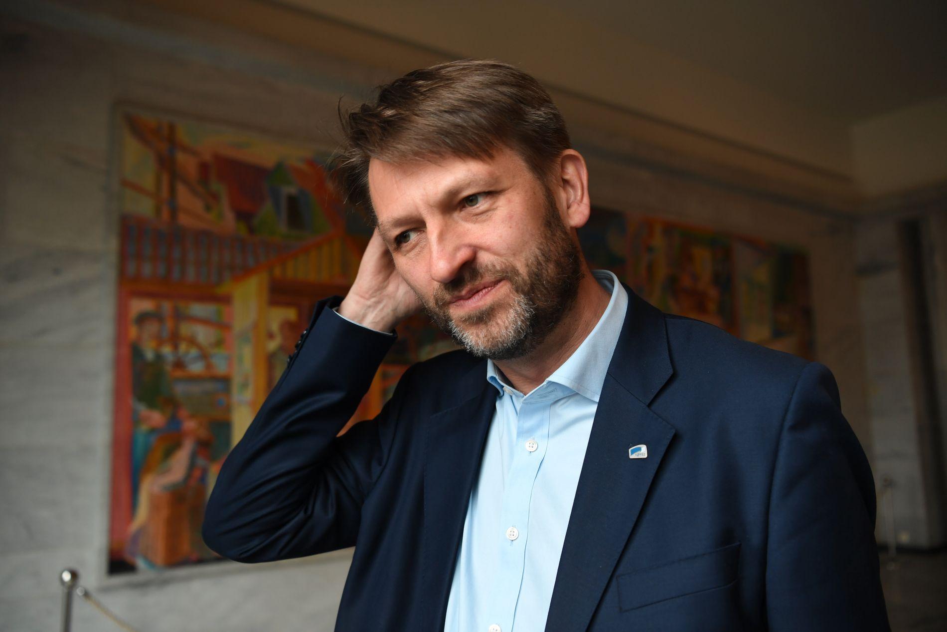 IKKE TILFREDS: Høyres Eirik Lae Solberg mener byrådet i Oslo forsyner seg av forliket om Oslopakke 3 som om det var en buffé.