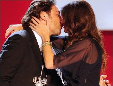 GOD TONE: Julia roberts (42) og Javier Bardem (41) på gårsdagens prisutdeling. Foto: AFP