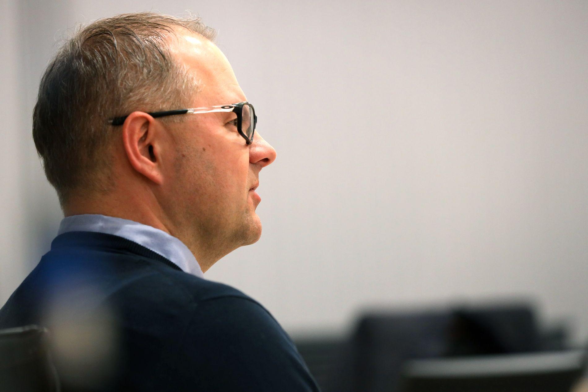VITNET: Sportssjef Claus Ryste forklarer seg i Oslo Tingrett.