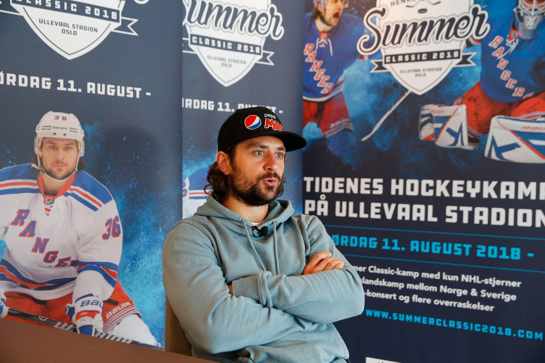 INVITERER TIL FEST: Mats Zuccarello er engasjert når han forteller om hvilke stjernespillere han har samlet til fest hjemme i Oslo.