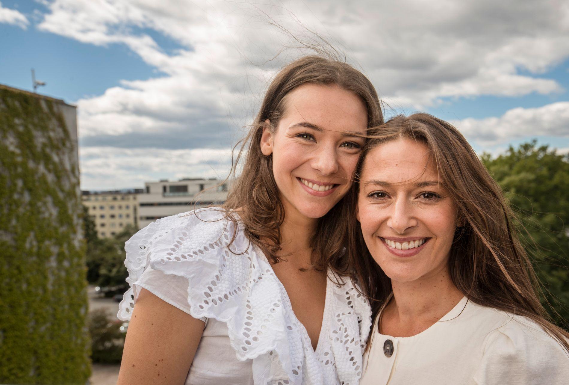 LANSERER NY SERIE:  Anne Regine Ellingsæter (t.v) - og Pia Tjelta lanserte tirsdag «Lykkeland», NRKs storsatsing på seriefronten denne høsten.  De to spiller henholdsvis svigerdatter og svigermor.