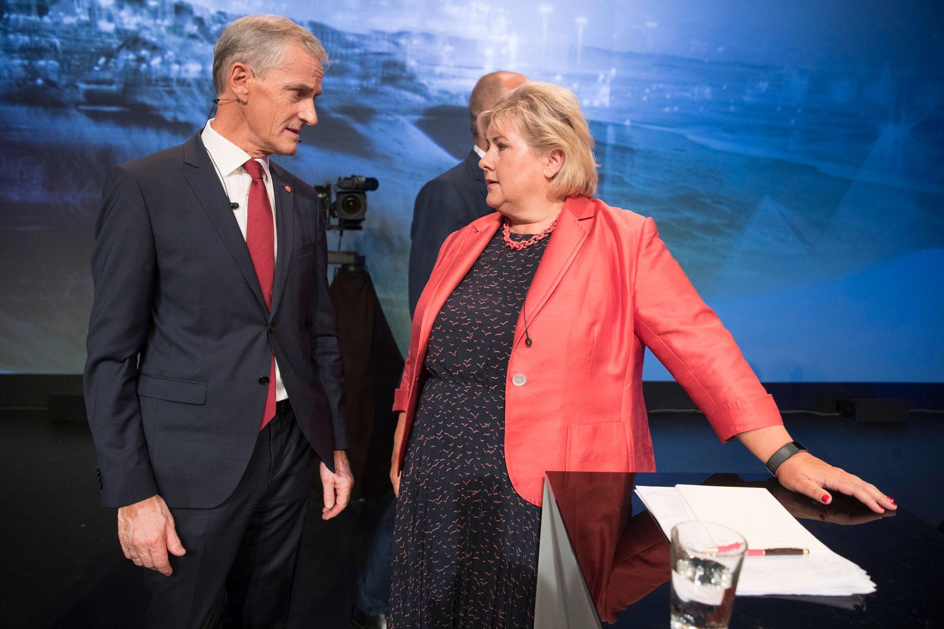 STATSMINISTERDUELLEN: Ap-leder Jonas Gahr Støre og Høyre-statsminister Erna Solberg, her fotografert i etterkant av partilederdebatten 14. august, under Arendalsuka.
