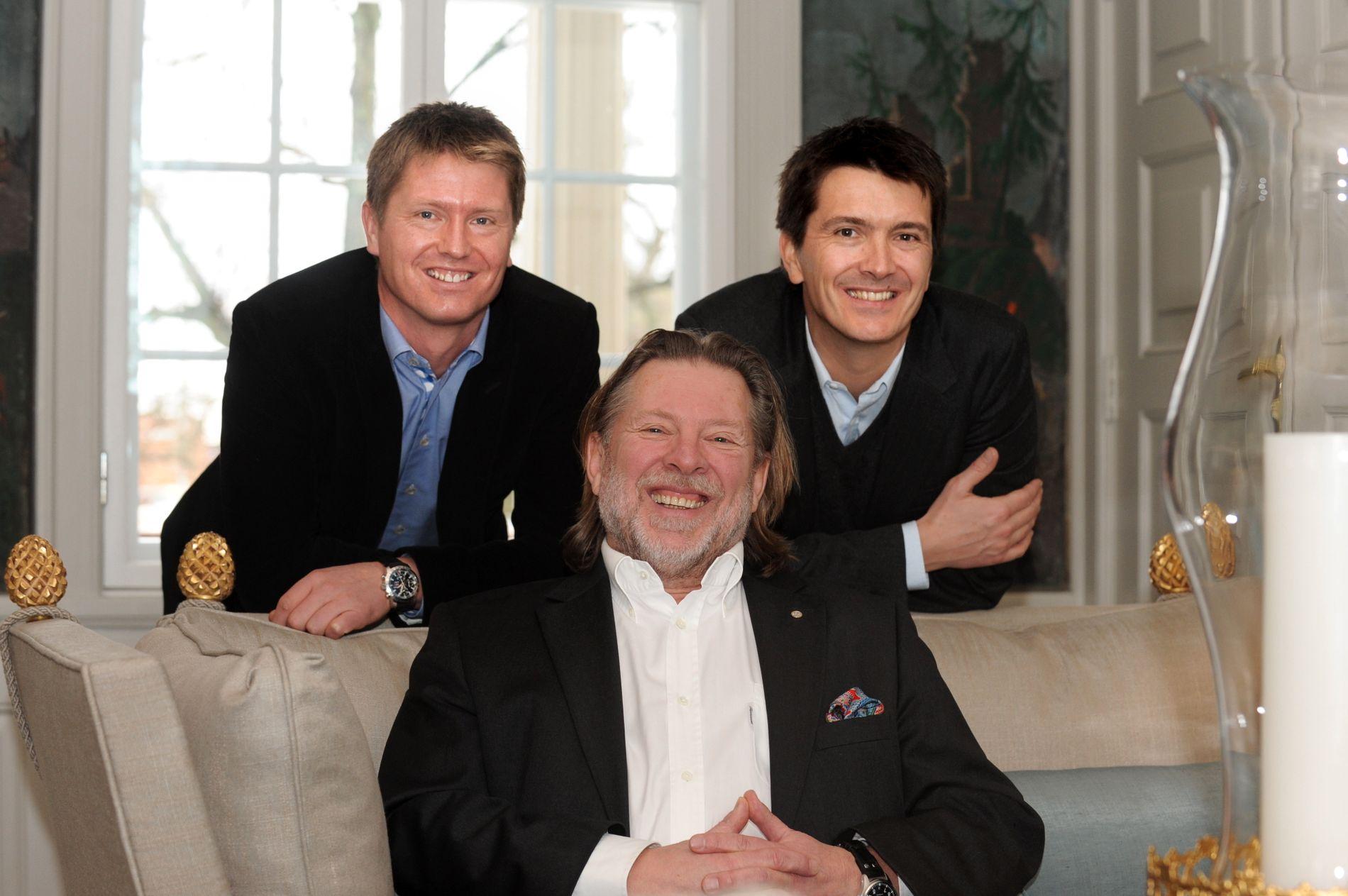 DAGLIGVAREKONGER: Reitan-familien fotografert for noen år siden. Pappa Odd (foran) med sønnene Ole Robert (til høyre) og Magnus stående bak.