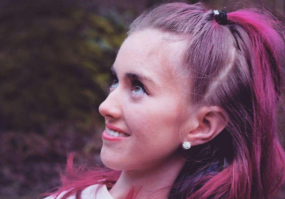 BLE LEI SEG: Tonje Larsen (18) fra Stavanger ble veldig lei seg da hun fikk vite at det kun er barn og unge opp til 18 år som får Spinraza-behandling.