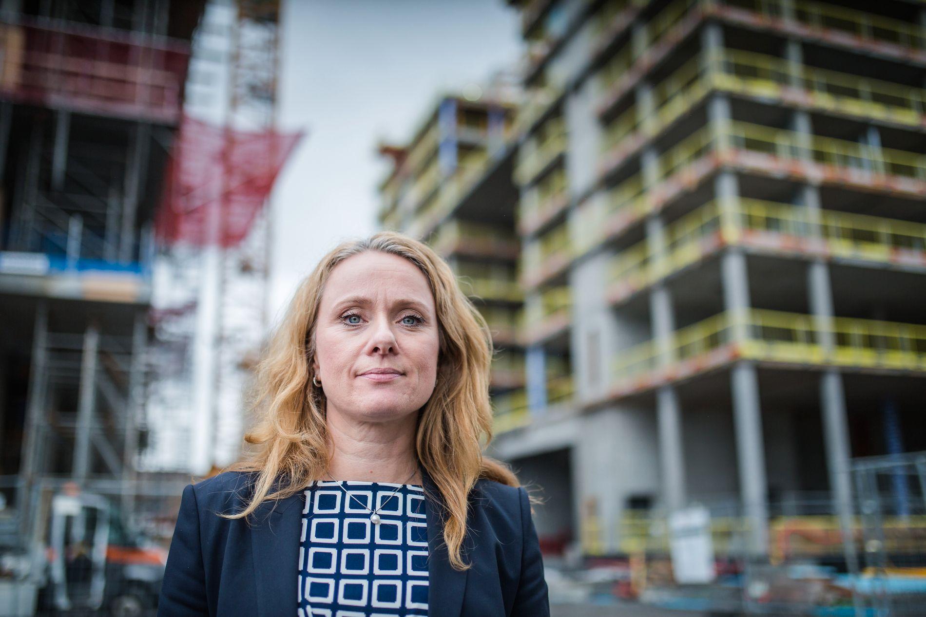 TAR GREP OM BYGGEPLASSENE: Arbeids- og sosialminister Anniken Hauglie (H) vil stramme kraftig inn reglene for utleie av arbeidskraft i byggesektoren og blant annet sette prosenttak på hvor mange som skal kunne leies inn.