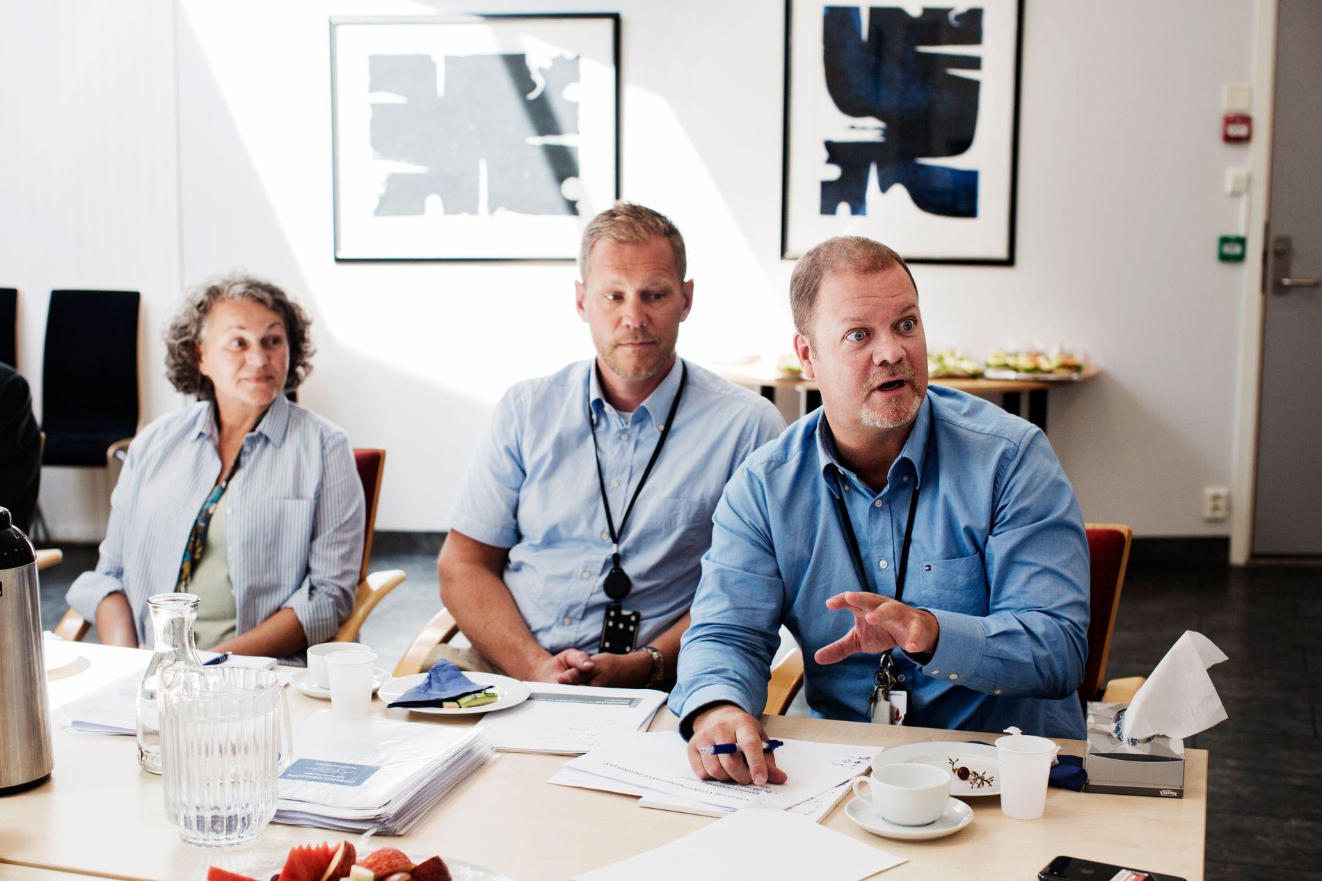 FORVENTNINGSAVKLARING: – I det første møtet får vi vite hvilke forventninger og forhåpninger pasienten har, og vi opplyser hva hvilken behandling vi kan tilby. For mange er en slik time nok, sier spesialistpsykolog Lars Skahjem (i midten).