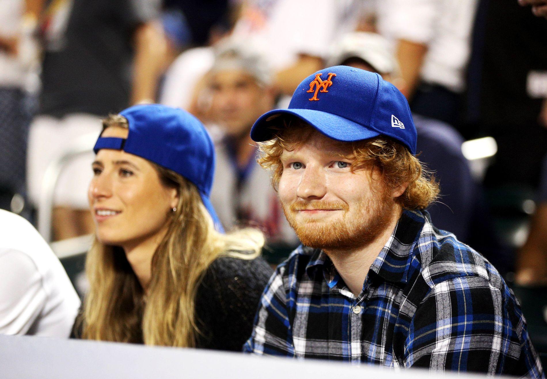 KJÆRESTER: Ed Sheeran og Cherry Seaborn på baseballkamp i 2015.