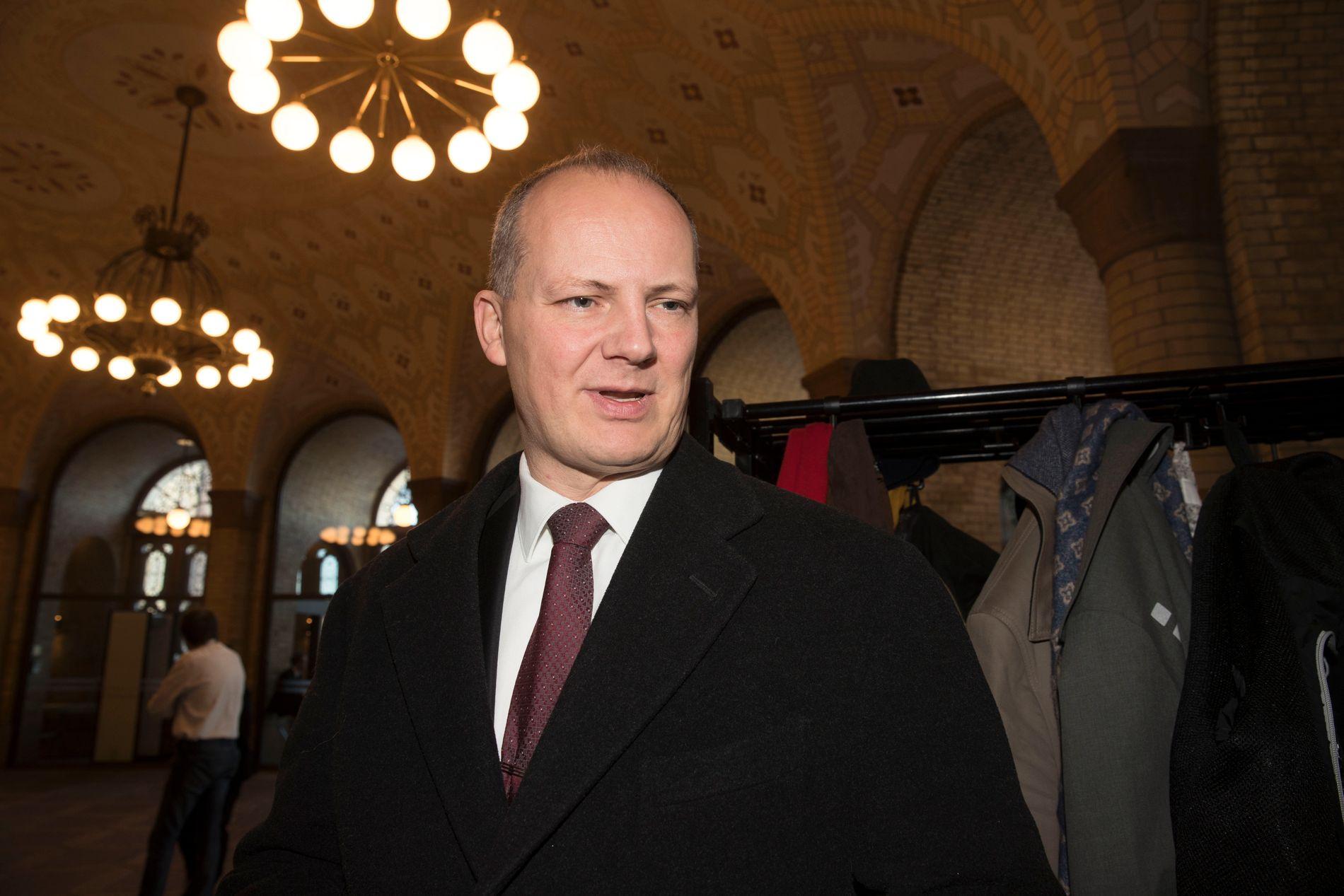 INNKALT: Samferdselsminister Ketil Solvik-Olsen etter at han måtte svare for VGs broavsløringer i Stortingets spørretime i november.