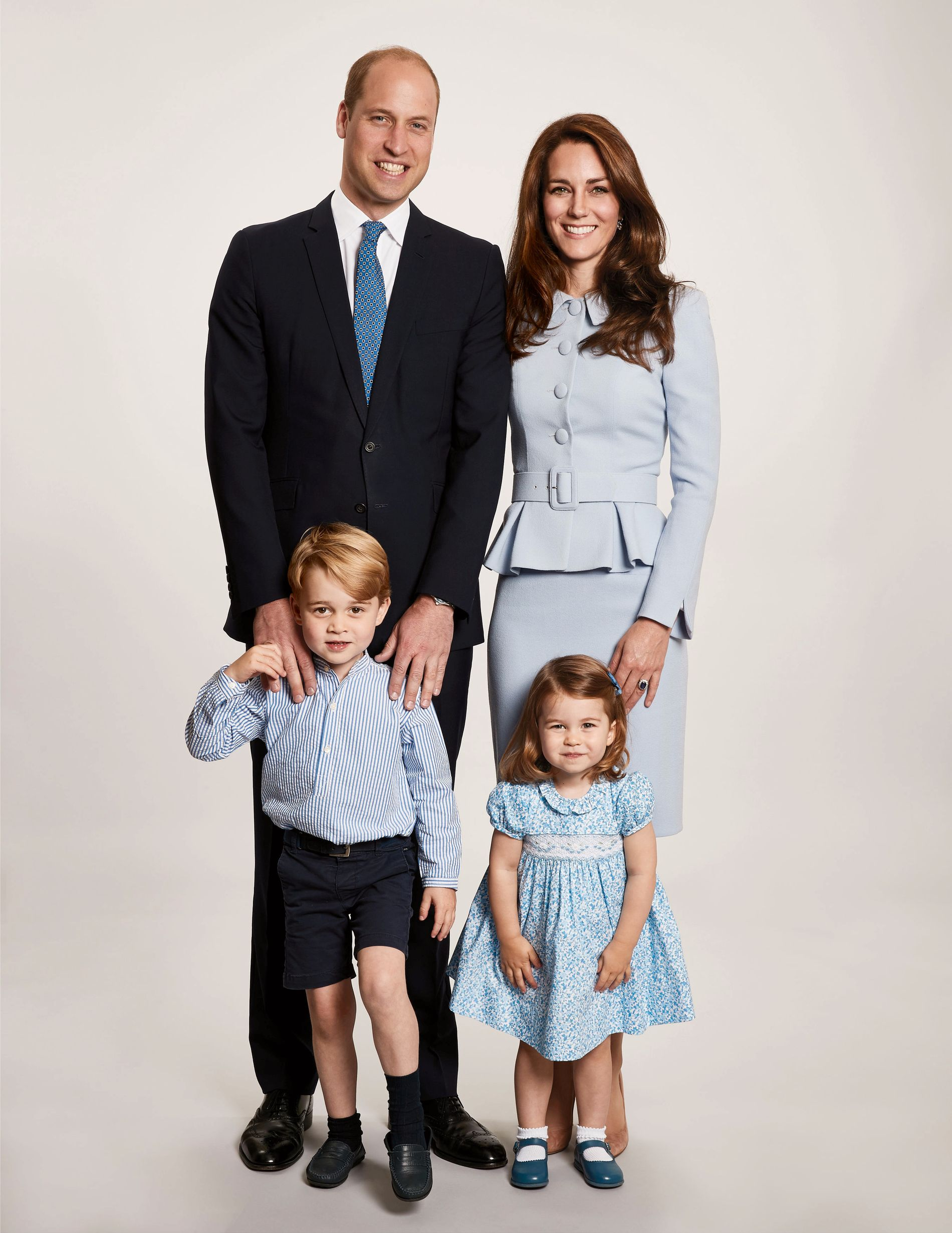 JULEKORT 2017: Hertugfamilien, prins William og hertuginne Catherine, samt barna prins George og prinsesse Charlotte.