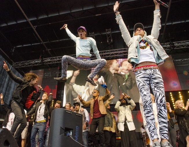 KAN FESTE: Broiler er vant til å lage feststemning, og det gjorde de med Sirkus Eliassen under VG-lista-konserten i Trondheim i 2013.