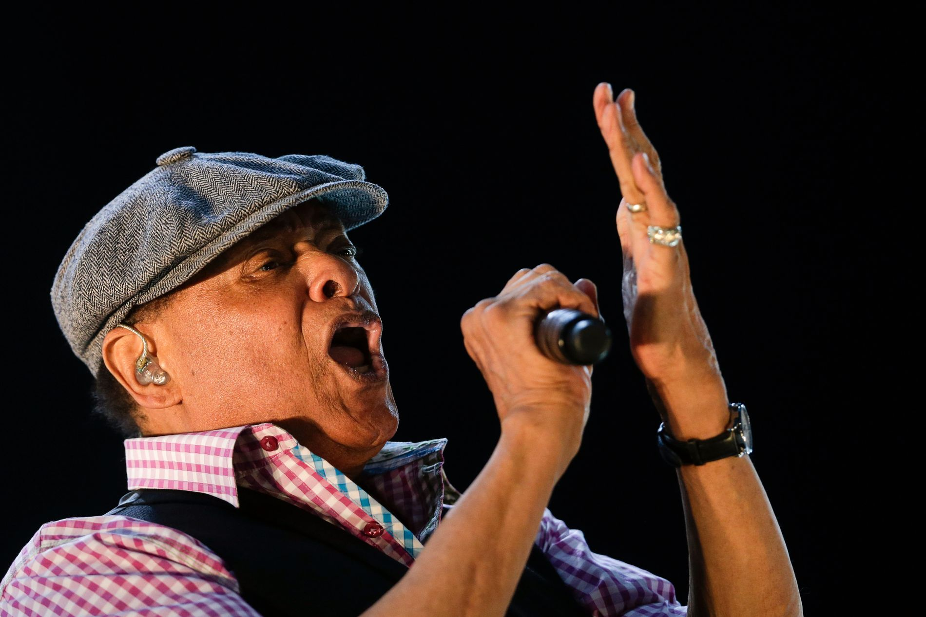 MUSIKER: Al Jarreau er død, 76 år gammel. Her holder han konsert i Rio de Janeiro i 2015.