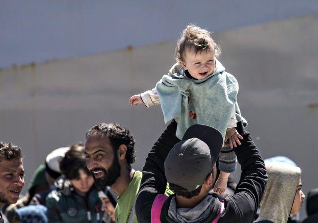 MERKELIG: – Stilt overfor vår tids største humanitære krise og det enorme ansvaret Syrias naboland tar ved å ha tatt imot fire millioner syriske flyktninger, kommer vår diskusjon her hjemme om hvorvidt vi har kapasitet til å ta imot 10.000 i et merkelig lys, skriver kronikkforfatterne.