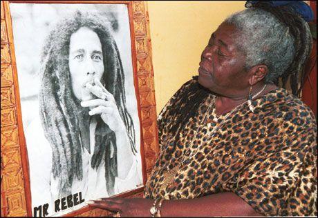 Død: Bob Marleys mor Cedella Booker (81) døde tidligere denne måneden. Kisten kom hjem til Jamaica i går. Foto: AP