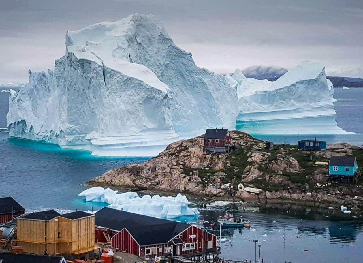 EVAKUERT: En rekke beboere i Innaarsuit på Grønland er evakuert.