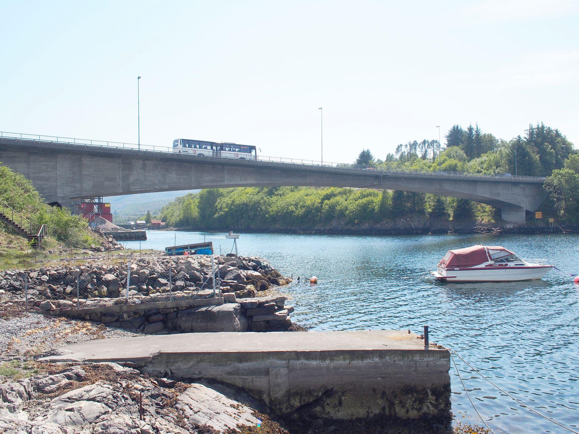 TRAFIKKERT: Drøyt 25.000 biler kjører over Straumsundet bro mellom Litlesotra og Bildøyna hver dag, ifølge Norsk veidatabank.
