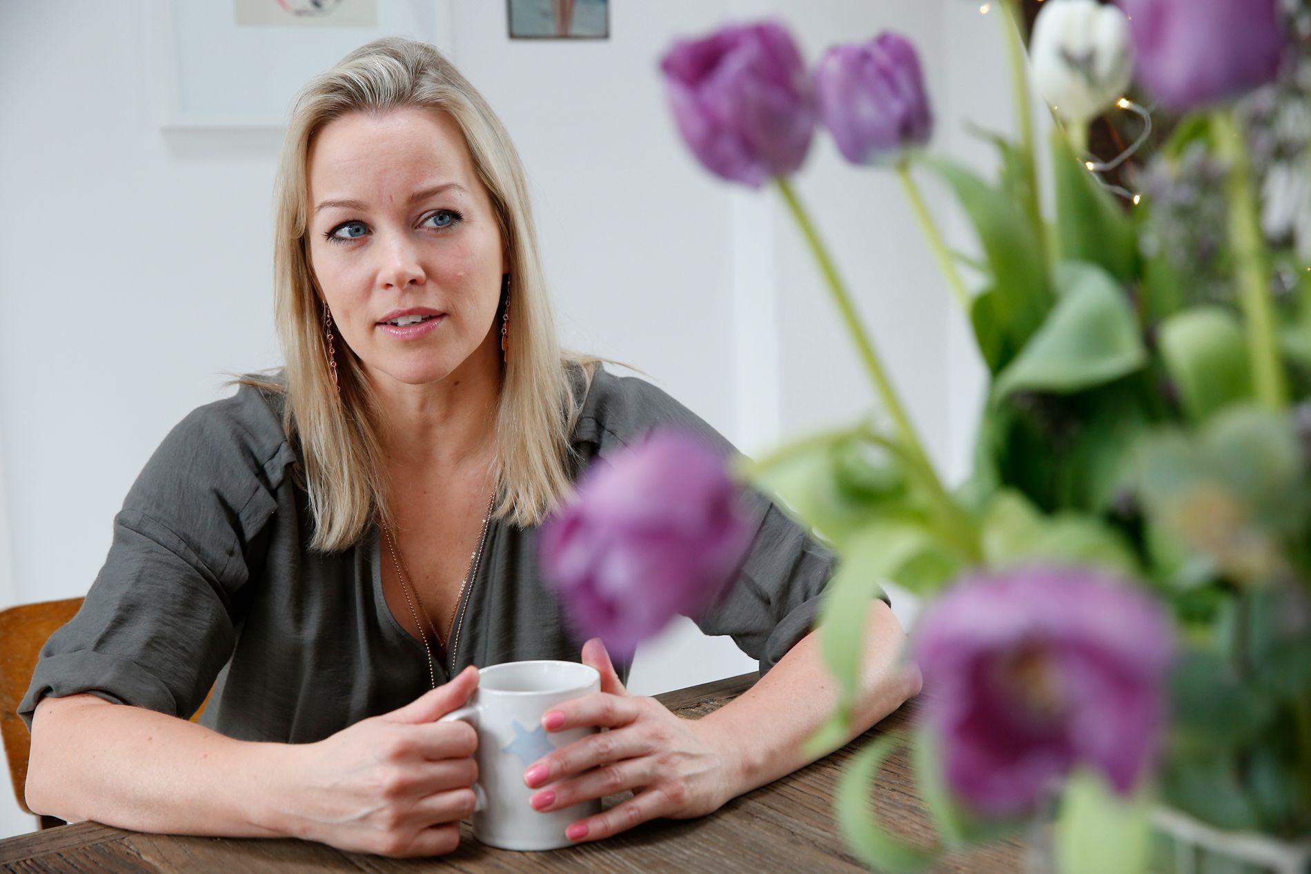 ÅPENHJERTIG: Hanne Sørvaag har bestemt seg for å vise mer av sitt sanne jeg. Her hjemme i sin nye leilighet i Oslo sentrum.