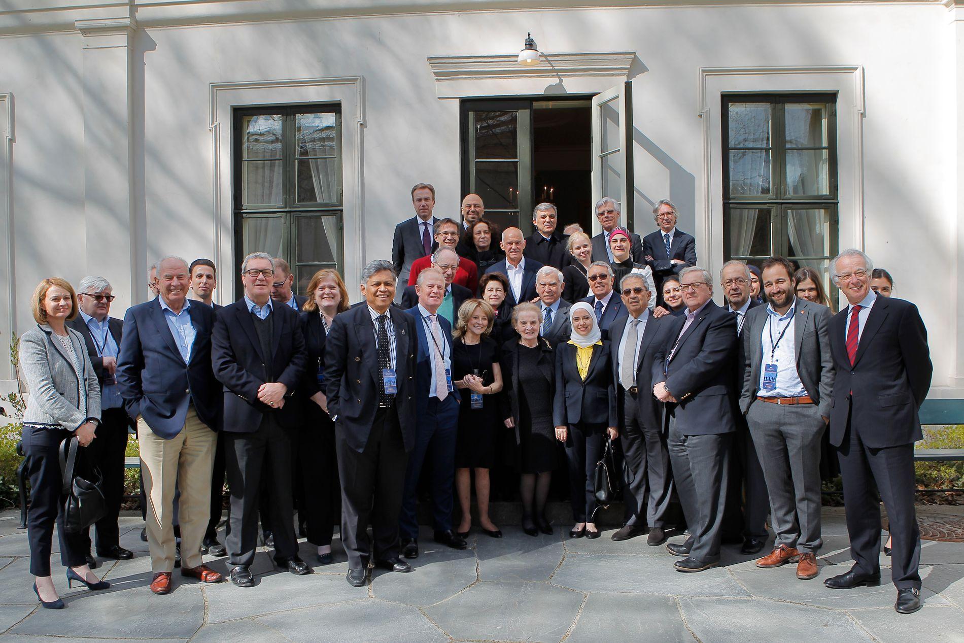 Over 30 eks-utenriksministre fra verden over møtes jevnlig, og reiser hvert år på tur sammen. Dette året ble det Oslo.