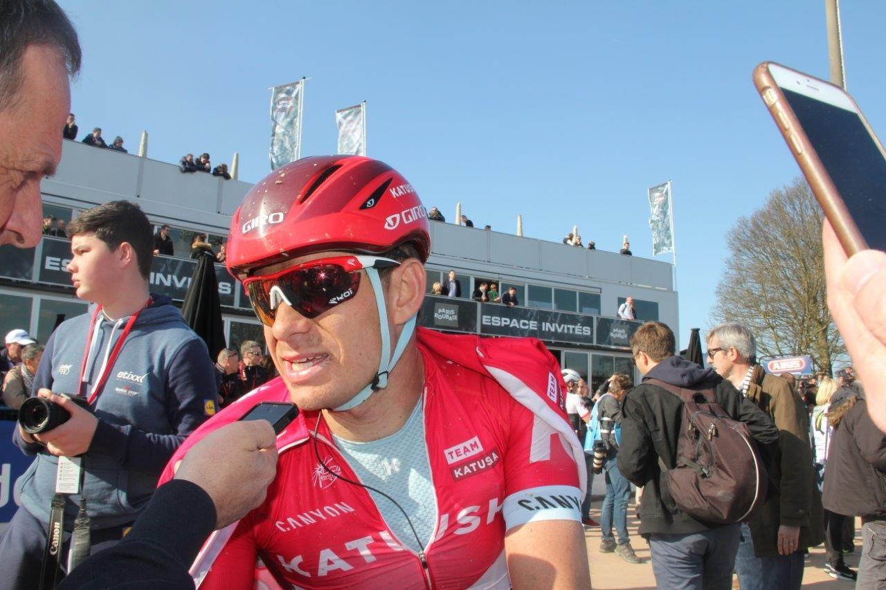 FLANDERN-KLAR: Alexander Kristoff møtte media i Belgia fredag ettermiddag. Her er han etter Paris-Roubaix i fjor.
