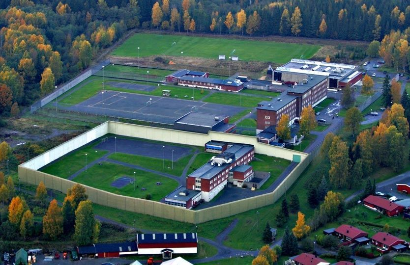 GOD PLASS: Det kan bli aktuelt å bygge et enmannssykehus for Anders Behring Breivik innenfor murene på Ila fengsel. Dette bildet er fra høsten 2004. Foto: Nils Bjåland