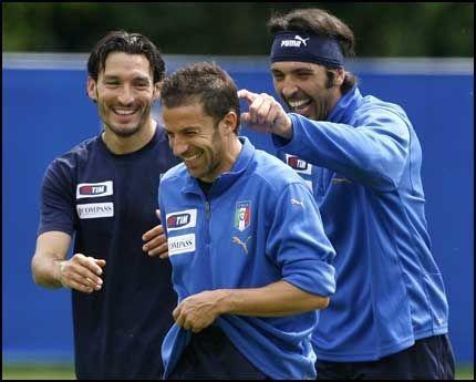 FAVORITTER: Gianluca Zambrotta, Allessandro Del Piero, og Gianluigi Buffon er VG-sportens EM-favoritter. Foto: AP