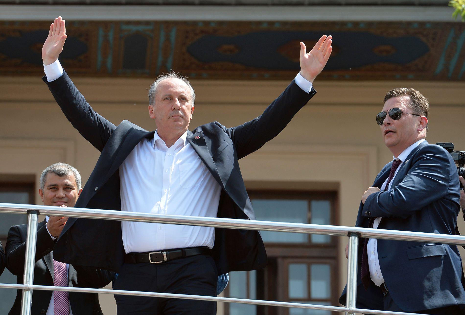 I GANG: Muharrem Ince, en mangeårige parlamentariker for CHP, lanserte sitt presidentkandidatur i Ankara fredag med et selvsikkert kroppsspråk.