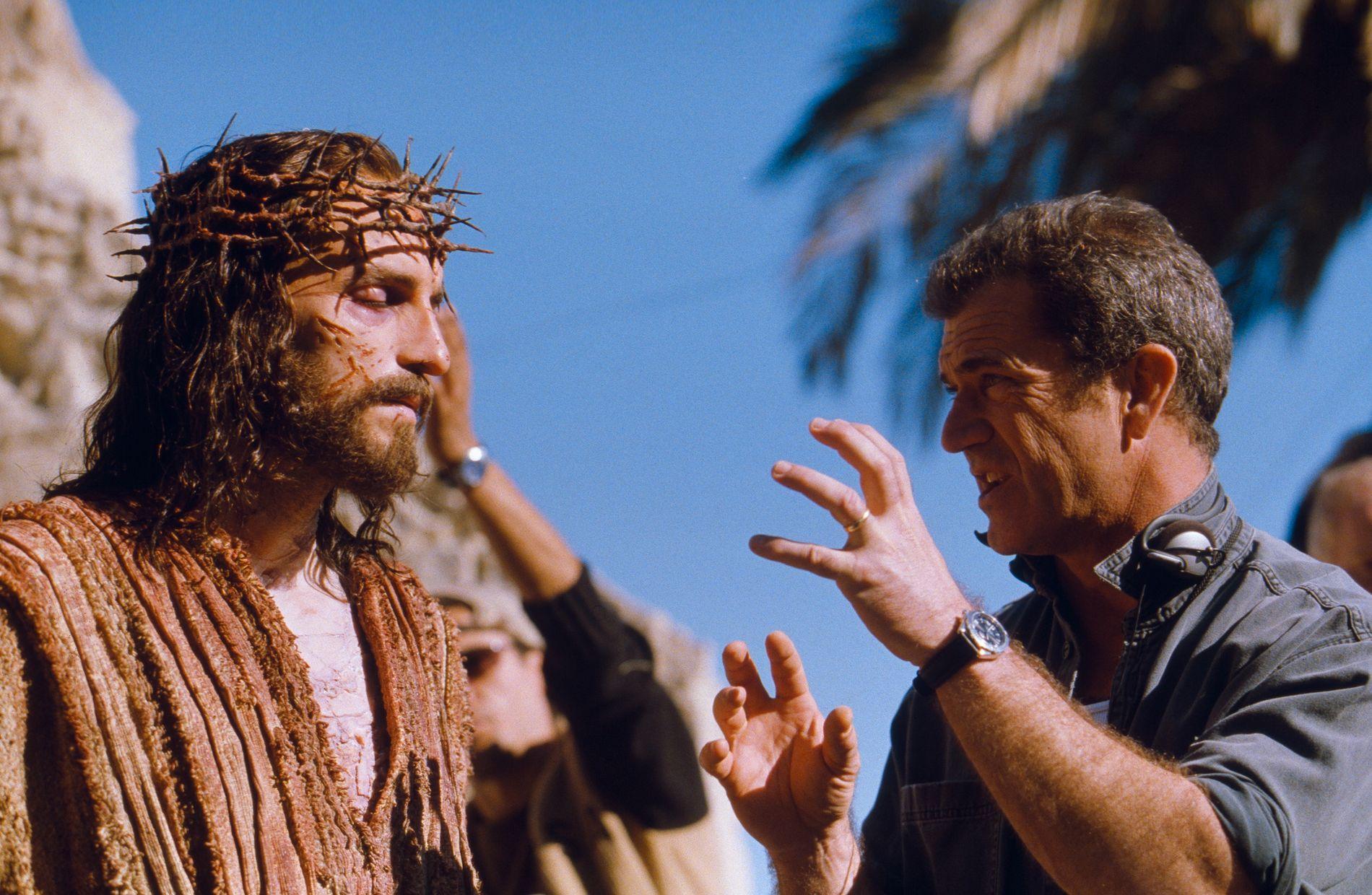 DRAMA: Jim Caviezel og Mel Gibson under innspilingen av «Passion of The Christ».