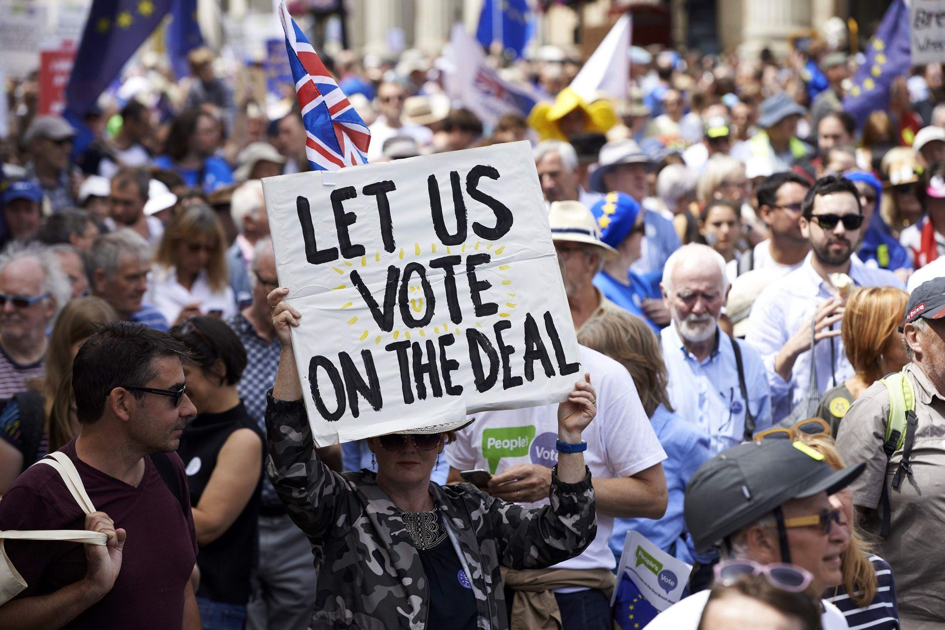 DEMONSTRERTE: Flere titusener deltok i en demonstrasjon for en ny folkeavstemning om Brexit i London 23. juni.