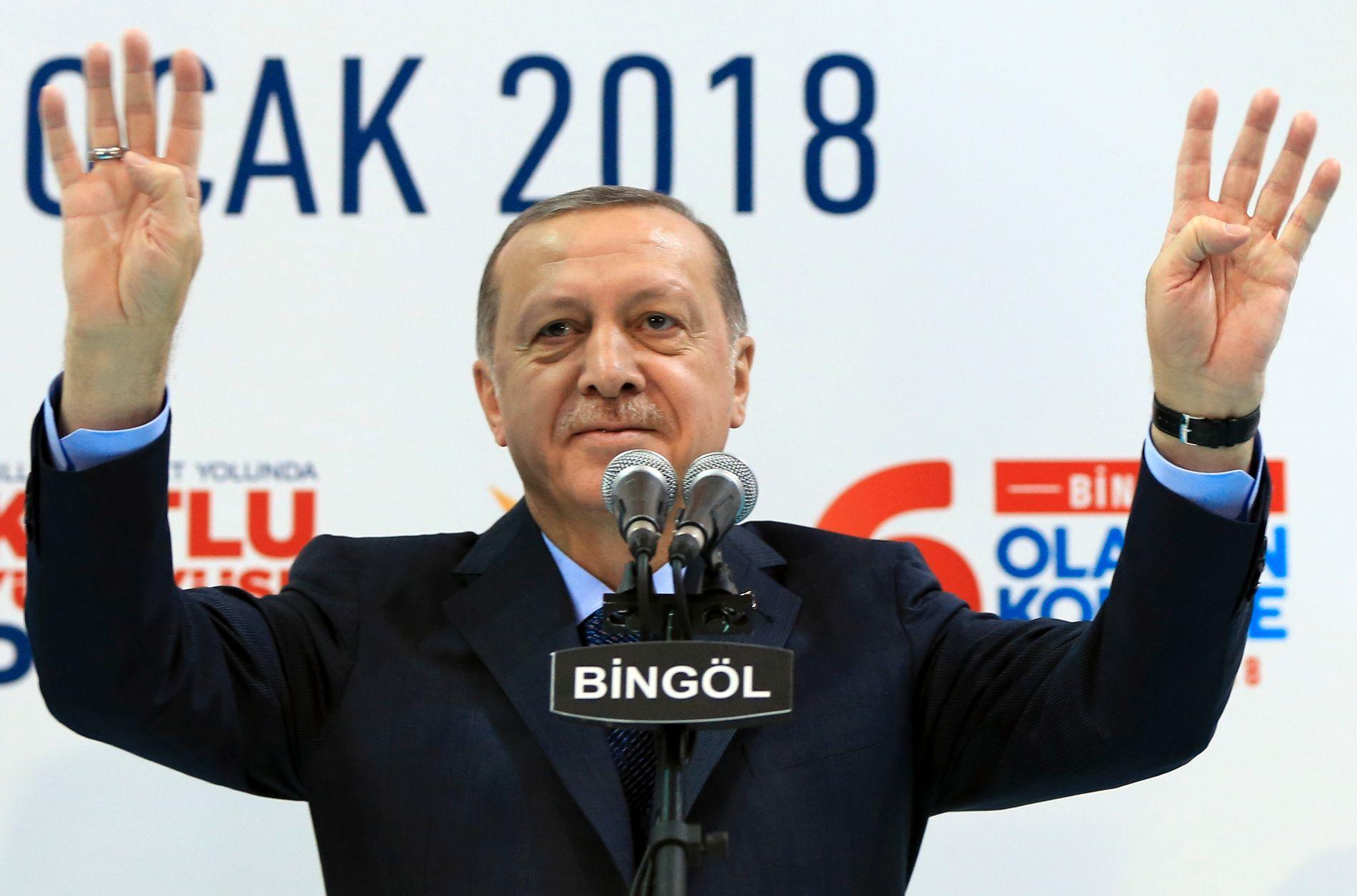 KLAR FOR ANGREP: Tyrkias president Recep Tayyip Erdogan vil sabotere USAs planer om å danne en egen grensestyrke i Nord-Syria. Bildet er tatt under et politisk møte i Bingol i Øst-Tyrkia 13. januar.