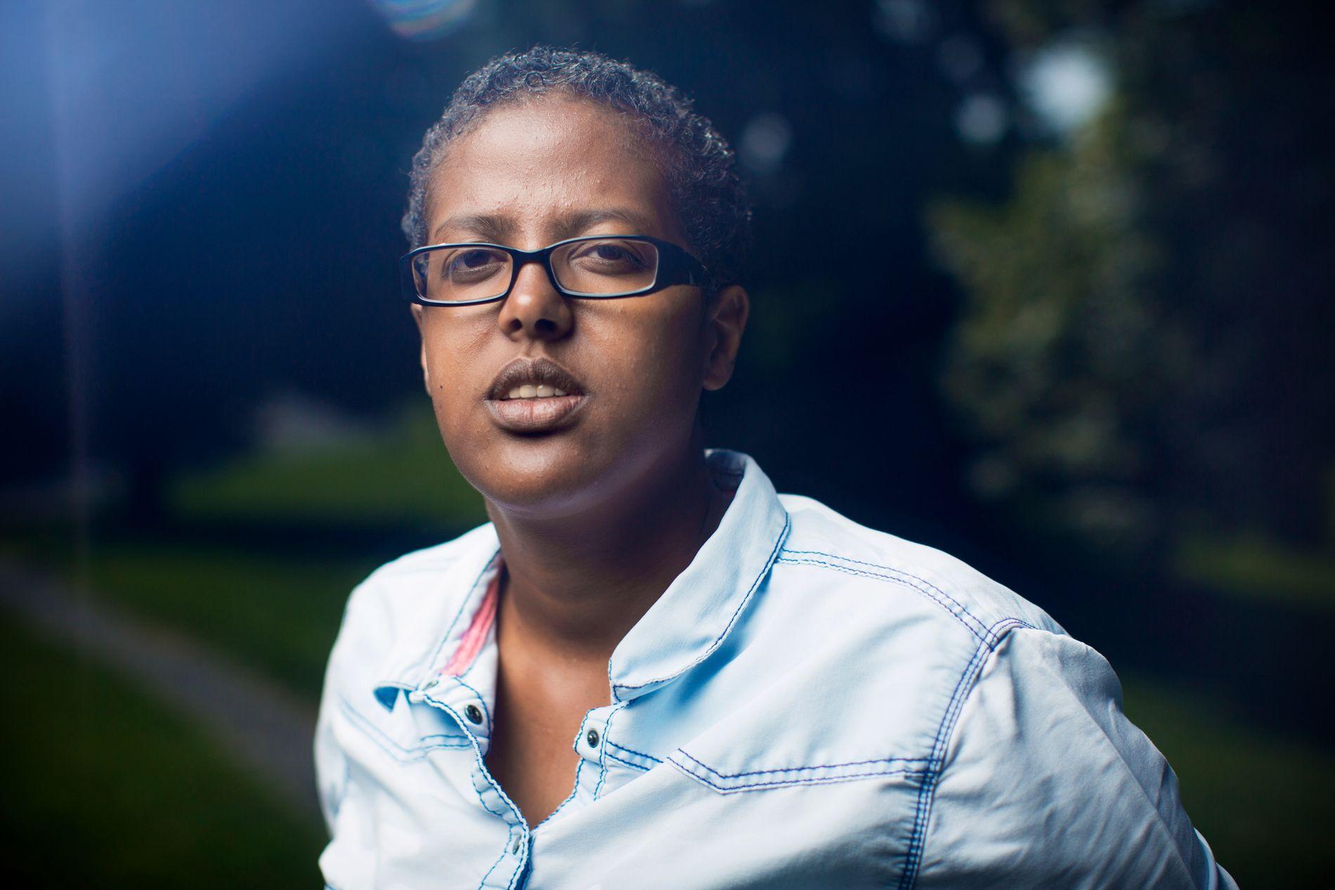BESKYTTET: – Opp gjennom årene har jeg mottatt mange hatmeldinger og konkrete trusler, og det er en kjensgjerning at jeg i mange år har levd med politibeskyttelse. Og politiet beskytter ikke norske borgere for moro skyld, skriver Amal Aden.