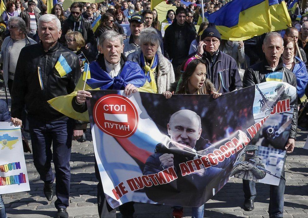 SAMLENDE: Kan Russlands aggressive tilstedeværelse i Ukrainas nærområder skape et nytt og bedre ukrainsk samhold, spør kronikkforfatteren. Foto: REUTERS.