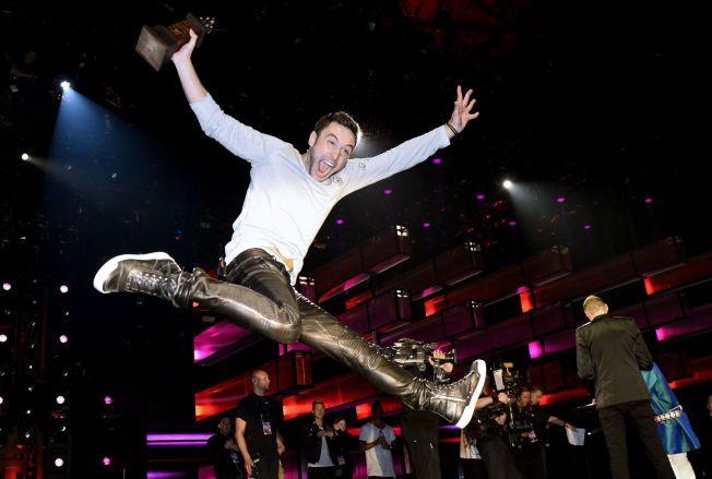 SEIERSHOPPET: Måns Zelmerlöw vant med låten «Heroes» i Friends Arena i Stockholm.