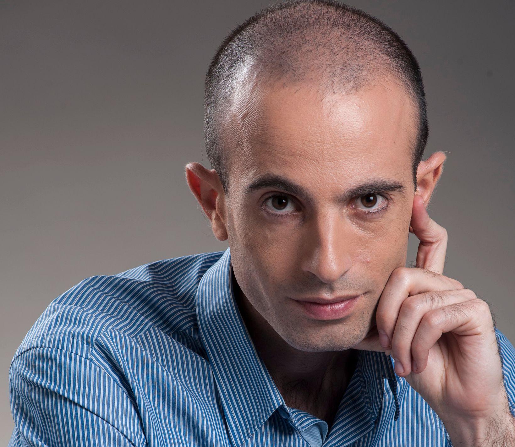 BESTSELGENDE TENKER: Yuval Noah Harari er hyllet av blant annet Barack Obama og Bill Gates og anses som en av vår tids store tenkere. Etter gjennombruddet med «Sapiens - en kort historie om menneskeheten» er han utgitt i over 50 land, og han har solgt over 12 millioner bøker.