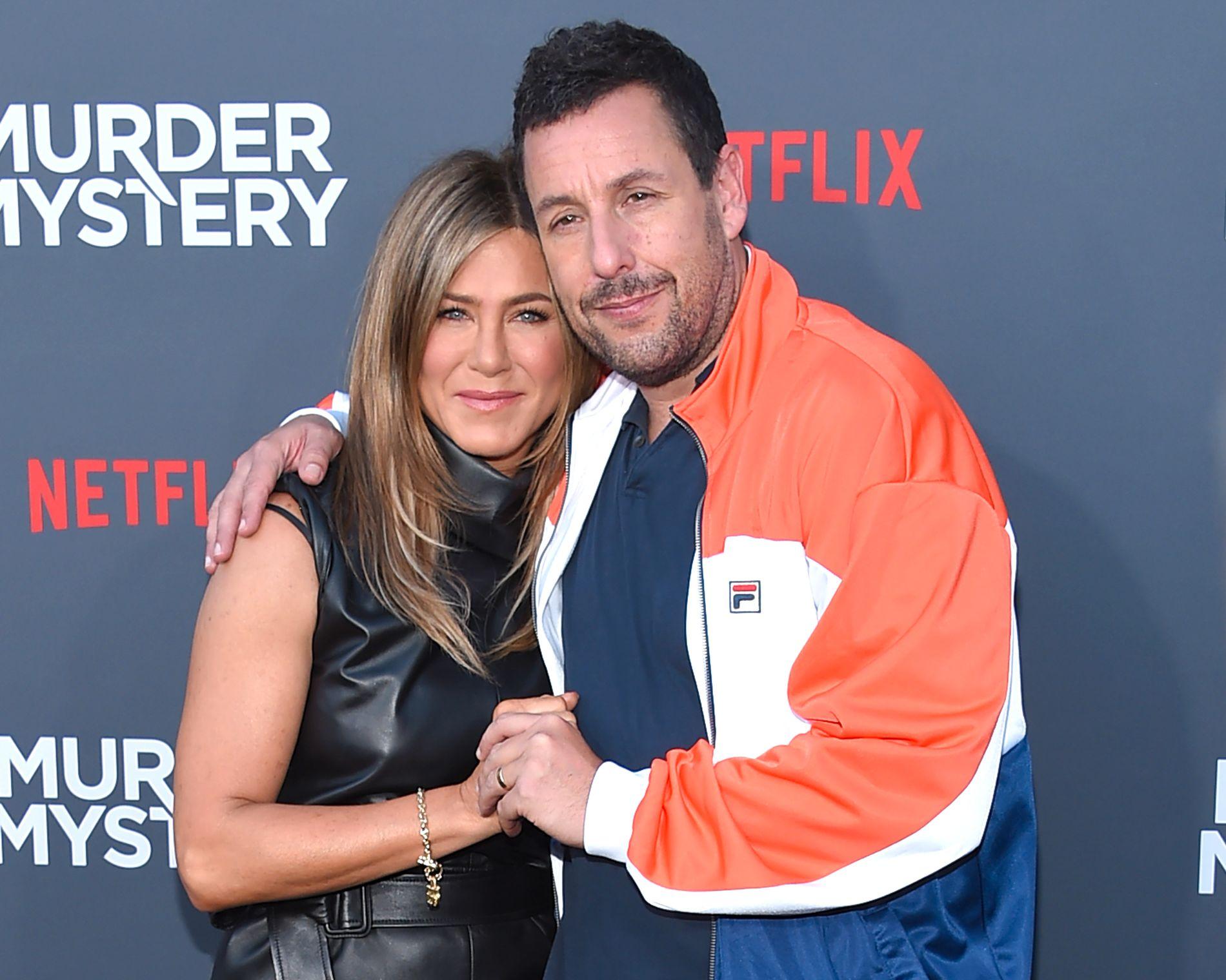 TV-PAR: Jennifer Aniston og Adam Sandlerpå premieren i Los Angeles 10. juni.
