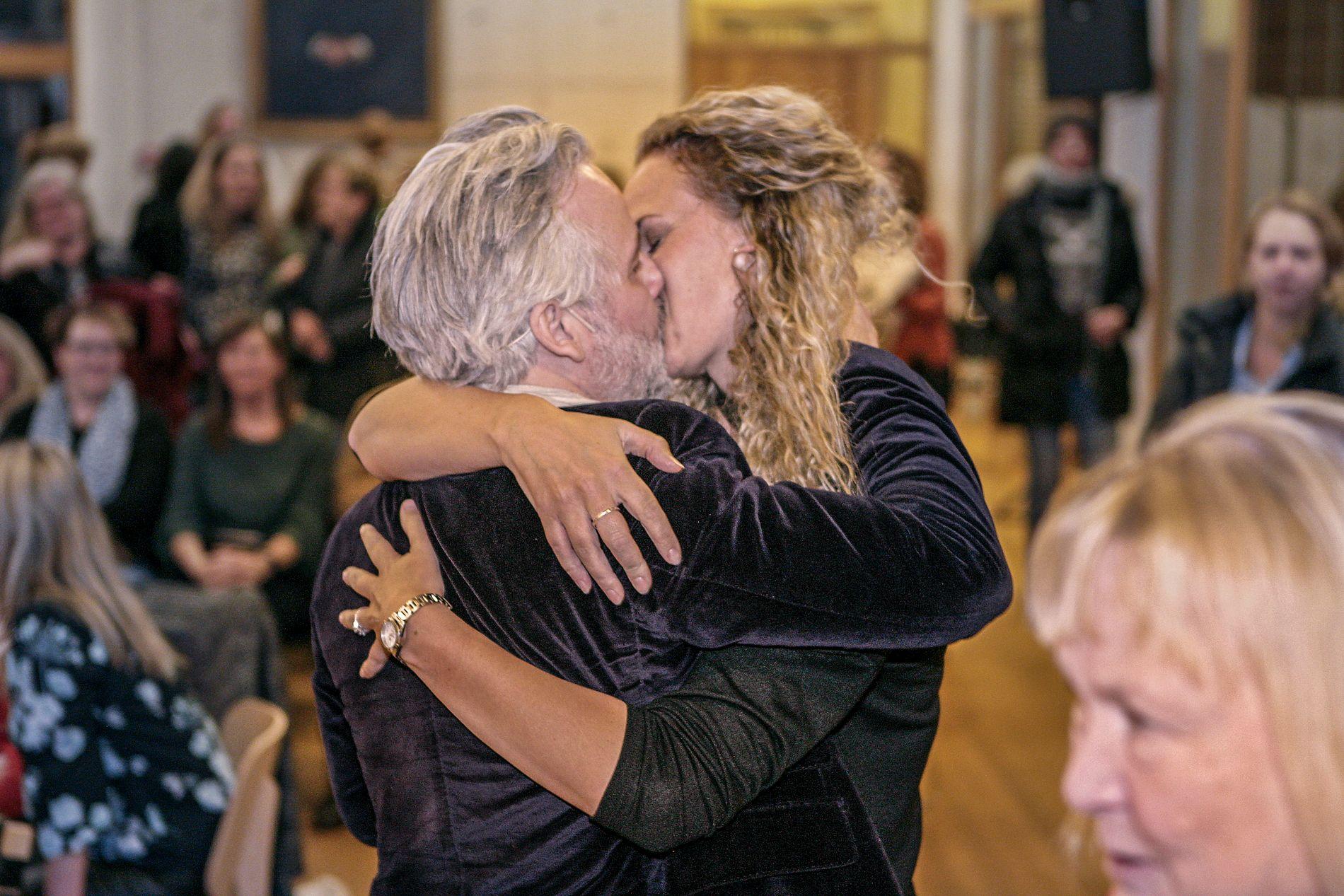 HETT: Ari Behn og Ebba Rysst Heilmann viste varme følelser på boktreff i Gyldendals lokaler for et tre uker siden.