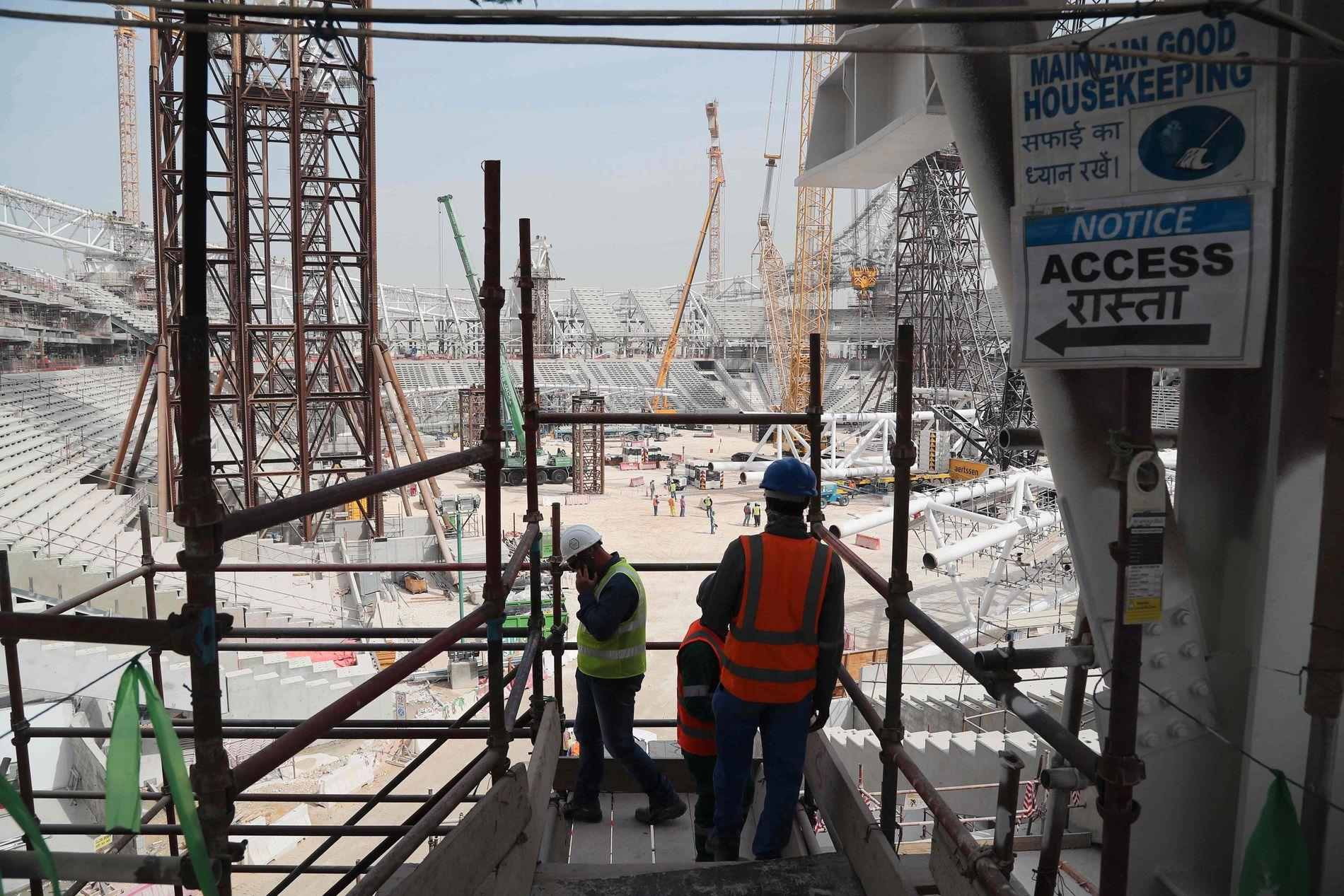 I ARBEID: I dette bildet fra februar jobbes  det med VM-stadionet Al-Wakra, som skal huse 40.000 tilskuere.