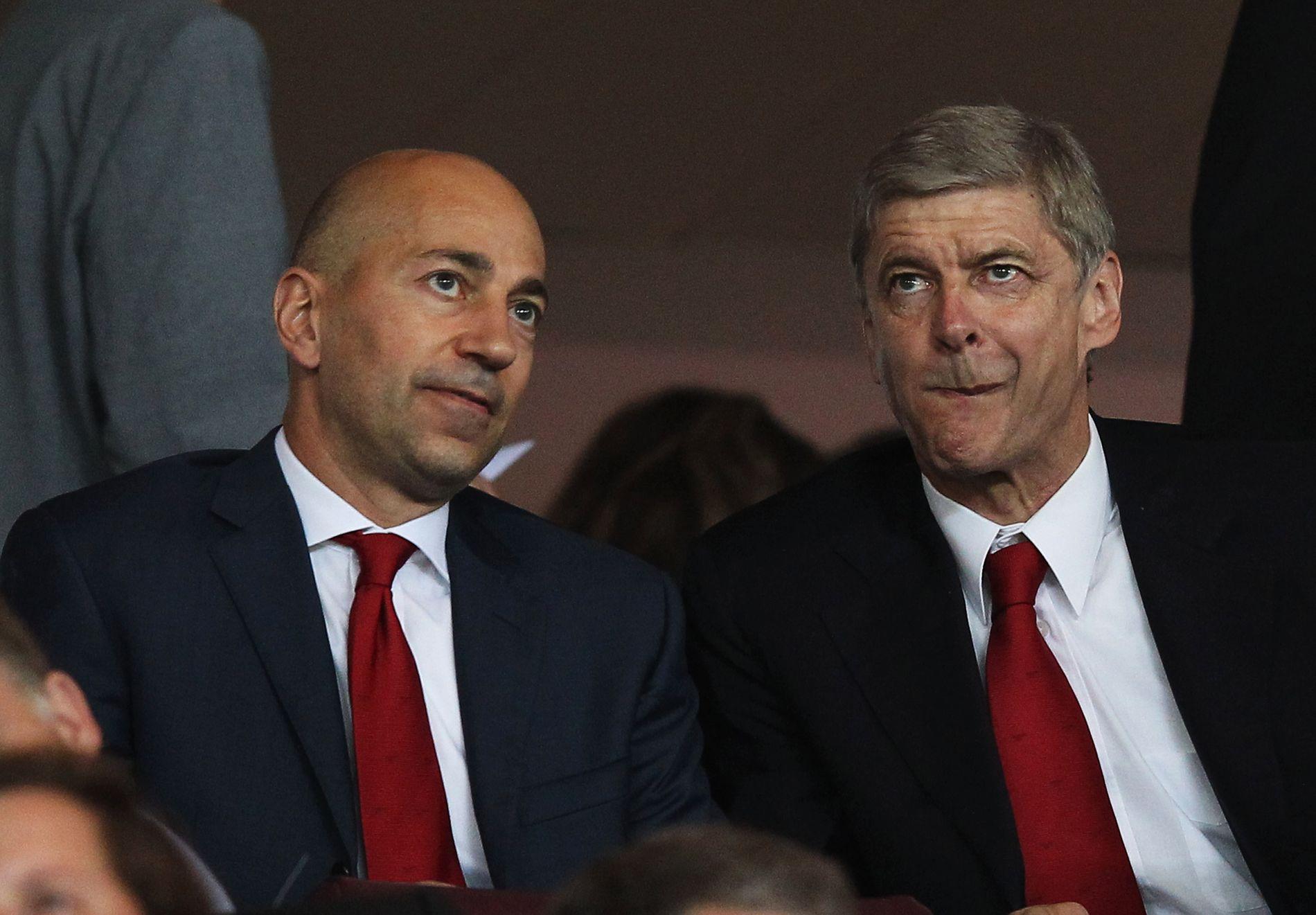 IKKE RÅD: Arsenal-direktør Ivan Gazidis og manager Arsène Wenger, her på Emirates Stadium i 2011, har ikke kjøpt mange spillere denne sommeren.