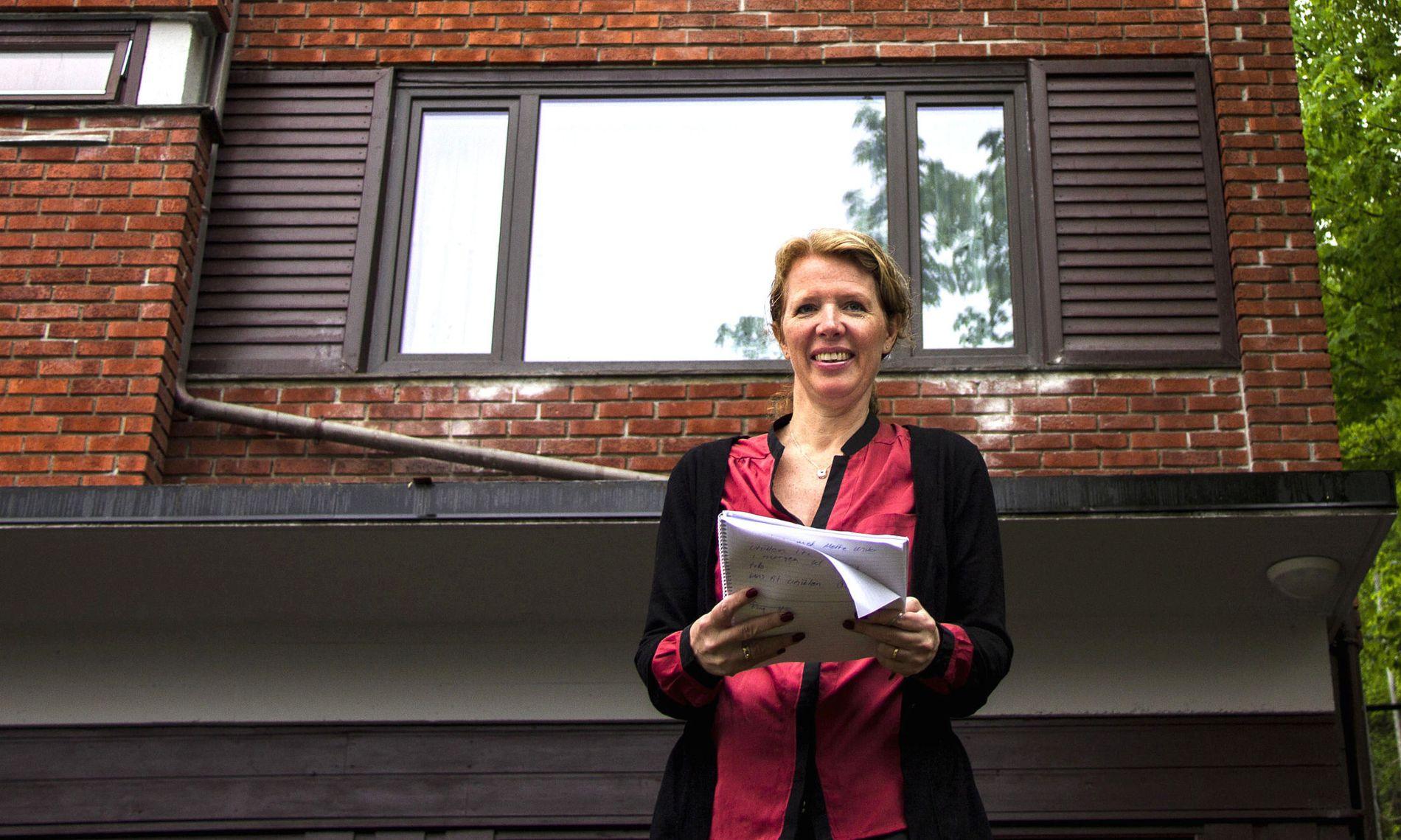 Lønnsom boligutleie: Ved å kjøpe en utleiebolig der det er riktig balanse mellom investeringskostnad, mulig verdistigning, løpende utgifter og sikre stabile utleieinntekter, oppnår du lønnsomhet over tid, sier Catherine Sand. Her foran sin utleiebolig i Ekebergskrenten i Oslo.