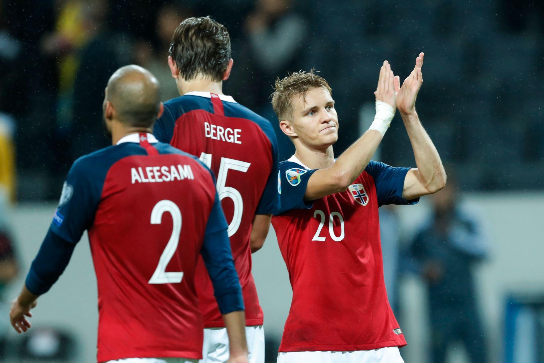 GOD KAMP: Martin Ødegaard (til høyre), Sander Berge og Haitam Aleesami spilte alle en god kamp mot Sverige søndag kveld.