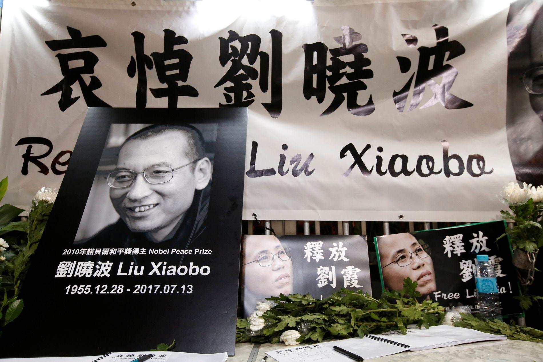 Demokratiforkjempere i Hongkong markerer Liu Xiaobos død.