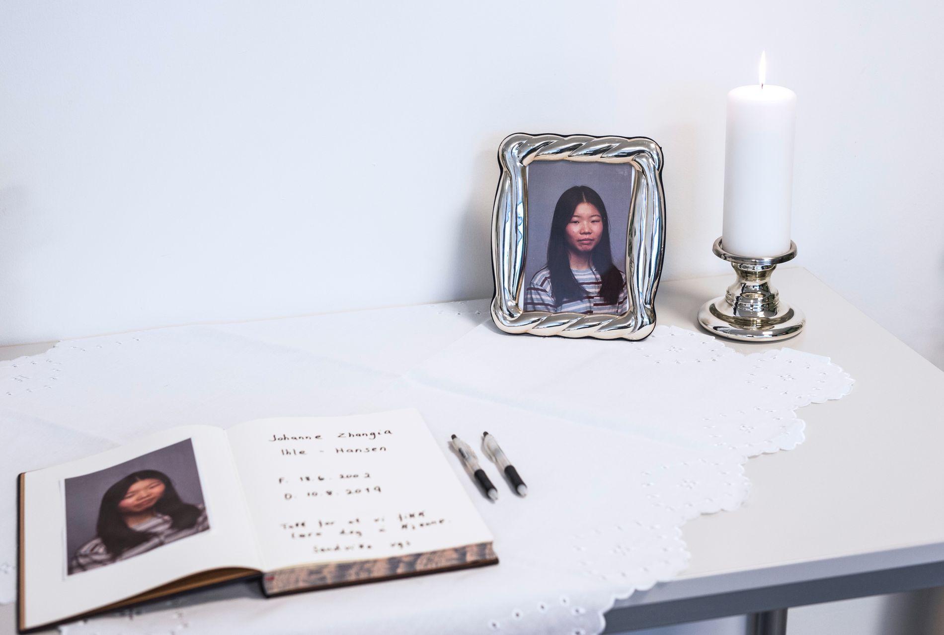DREPT: Det ble holdt minnestund på Sandvika video etre drape på Johanne Zhangjia Ihle-Hansen (17). Manshaus er siktet for drapet.