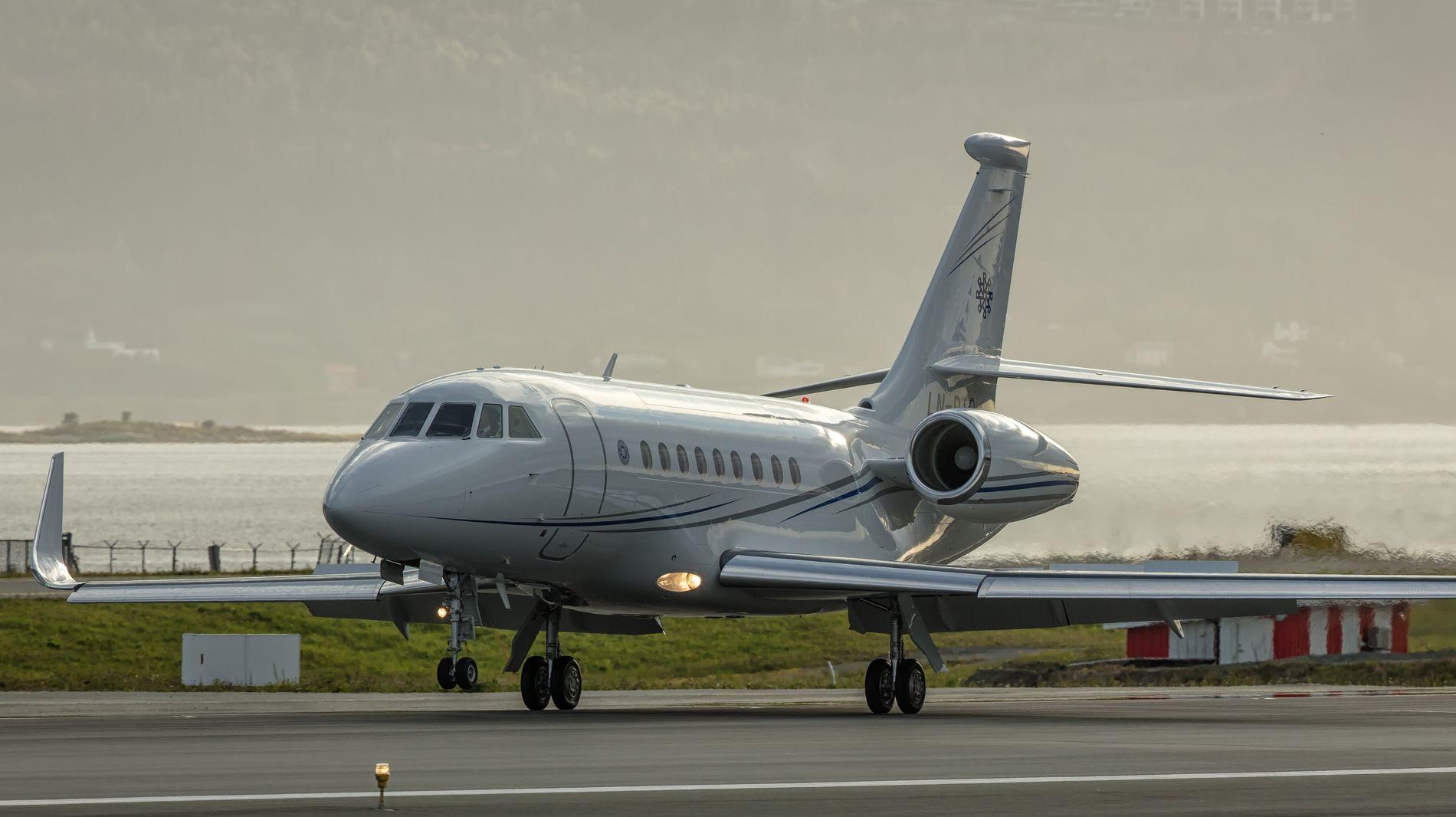 AIR REITAN: Reitans nye fly er av typen Dassault Falcon 2000LXS, med en listepris på 287 millioner kroner. Her avfotografert på Værnes, flyet er jevnlig i bruk.