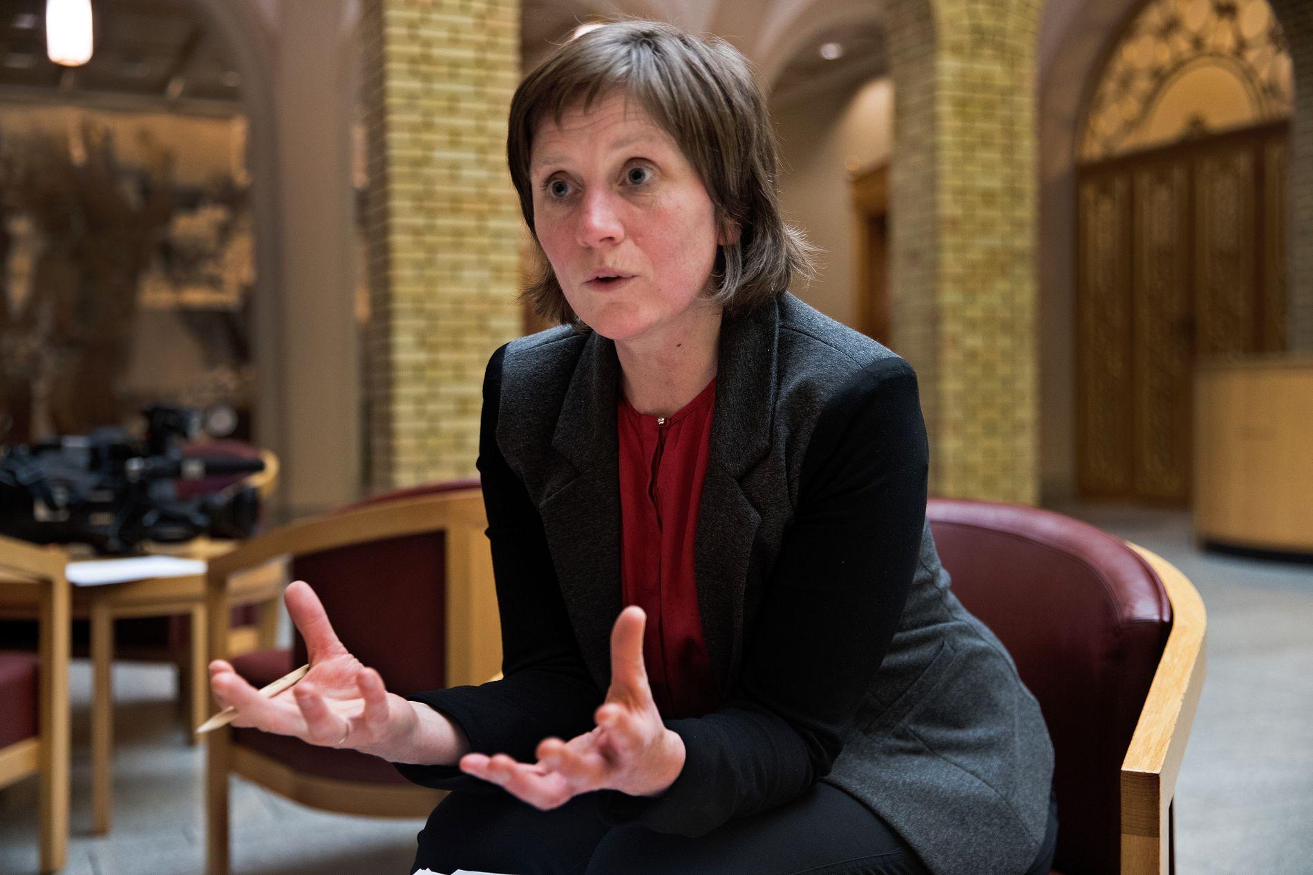 ALVORLIG: Helsepolitiker Kjersti Toppe i Senterpartiet sier de vil be helseminister Bent Høie om å redegjøre for legemiddelmangel-situasjonen i Stortinget.